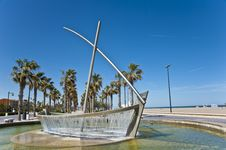 Free The Fountain On The Beach Of Valencia,Spain. Royalty Free Stock Photography - 24841437