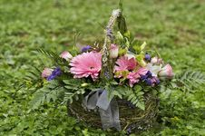 Free Basket With Flowers Stock Photo - 24847720