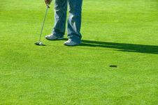Free Lining Up The Putt Stock Images - 2498464