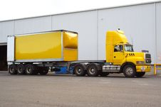 Free Semi Truck Stock Image - 2499611