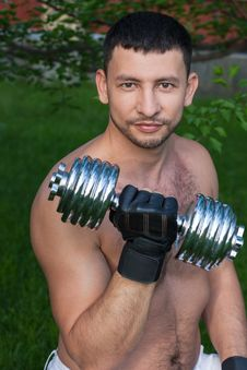 Free Man Lifting Free Weights Outside Stock Photos - 24911473