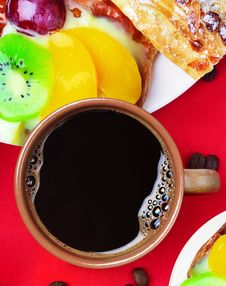 Free Cup Of Coffee And Cakes Royalty Free Stock Photography - 24975367