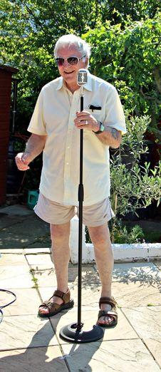 Free Karaoke Crooner Royalty Free Stock Images - 24987149