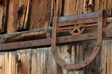 Free Old Door Pulley Royalty Free Stock Photos - 250568