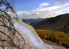 Free Mammoth Hot Springs & Mountains Of Yellowstone Royalty Free Stock Images - 254959