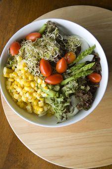 Free Mixed Salad Bowl On Wood Stock Photos - 25003453
