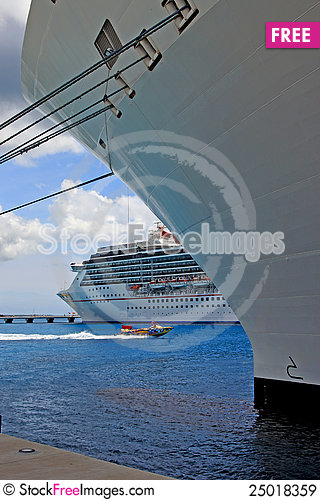 Free Ships In Port Royalty Free Stock Images - 25018359