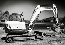 Free Backhoe Working On Beach B&W Royalty Free Stock Photos - 25028678
