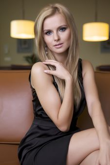 Free Blond Woman In Black Dress Royalty Free Stock Photography - 25029907