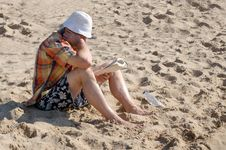Free Beach Time Reader Stock Photos - 25043433
