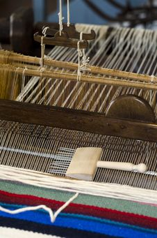 Free Manual Loom Royalty Free Stock Images - 25043949