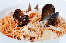 Free Spaghetti With Tomato Sauce And Mussels Stock Photo - 25047950