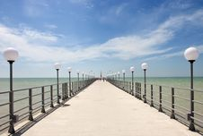 Free Pier On The Coast Of The Sea Royalty Free Stock Image - 25074786