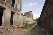 Free Dilapidated Houses Royalty Free Stock Images - 25090329
