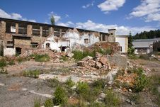 Free Dilapidated Building Complex Royalty Free Stock Photos - 25090508