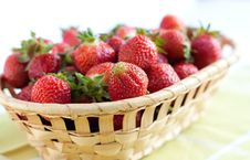 Free Ripe Strawberries In A Wooden Basket Stock Image - 25091791