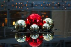 Free Christmas Balls Royalty Free Stock Photos - 2518748