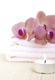 Free Orchid On Towel Royalty Free Stock Images - 25100749