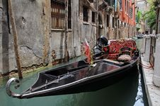 Free A Gondola In The Waterways Of Venice Royalty Free Stock Photo - 25112005