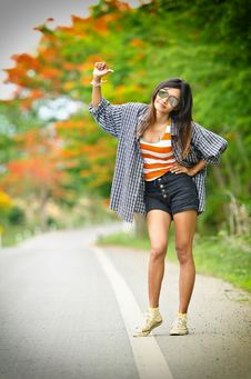 An Attractive Hitchhiker Girl Royalty Free Stock Photos