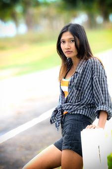 Free An Attractive Hitchhiker Girl Stock Photography - 25126892