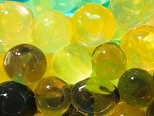 Free Translucent Bright Yellow Brown Beads Stock Photography - 25132222
