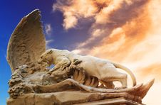Statue Of Fighting Lioness And Eagle Royalty Free Stock Photography