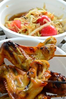 Free Spicy Papaya Salad & Grill Chicken Stock Photography - 25157982