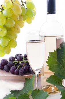 Free White Wine Bottle, Glass And Cask With Grapes Stock Images - 25176264