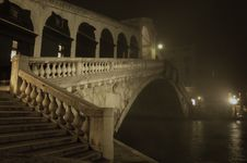 Free Rialto Bridge On A Misty Winters Night Royalty Free Stock Photo - 25199985