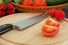 Free Tomato And Knife Royalty Free Stock Photo - 2525875