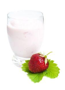 Free Strawberries Yogurt Royalty Free Stock Image - 25202366
