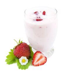 Free Strawberries Yogurt Royalty Free Stock Photos - 25202378