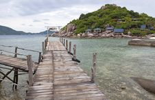 Free Nang-Yuan Wood Bridge Island Royalty Free Stock Photo - 25212515
