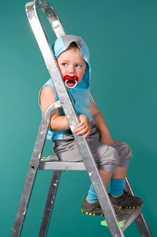 Free Boy Sits On A Ladder, In The Hood Royalty Free Stock Photos - 25227328