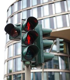 Free Traffic Lights In Hamburg Royalty Free Stock Photo - 25239685