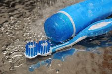 Free Toothbrush And Toothpaste Royalty Free Stock Image - 25249946