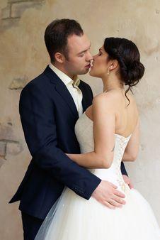 Free Groom Kisses Bride In Empty Room Stock Photos - 25253413