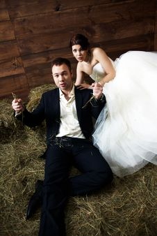 Free Couple In Their Wedding Clothes In Barn With Hay Stock Photography - 25254452