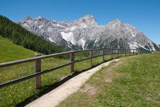 Free Mountain Path And Fence Stock Photo - 25280410