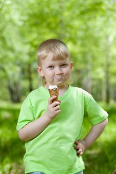 Free Kid Eating A Tasty Ice Cream Outdoors Royalty Free Stock Photos - 25282788