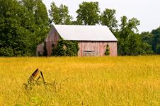 Old Tobacco Barn In Hayfield Royalty Free Stock Photos
