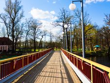 Free Wooden Bridge Royalty Free Stock Photos - 25335148