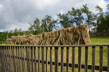 Free Wooden Fence Hay Stock Images - 25355844