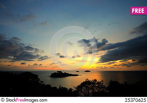 Free Sunset Upon The Hill Royalty Free Stock Photo - 25370625