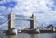 Free Tower Bridge Royalty Free Stock Photos - 2546638