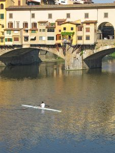 Free Sculling Near Ponte Vecchio Royalty Free Stock Photography - 2549897