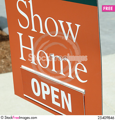 Free Open Sign Show Home Royalty Free Stock Image - 25409846