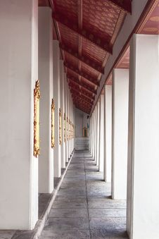Free Temple Walkway Royalty Free Stock Photography - 25407247