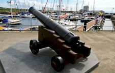 Free Harbour Cannon On Caithness Stone Base Royalty Free Stock Photography - 25414277